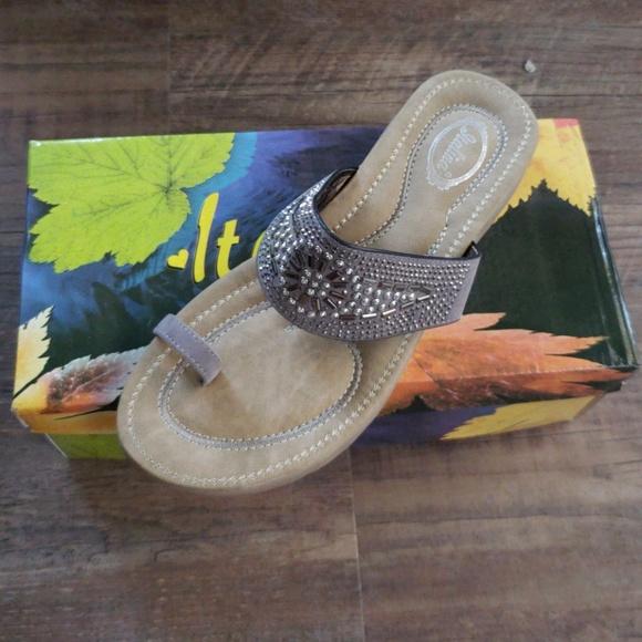 e0122363eb39 Super Comfy Toe Ring Sandals
